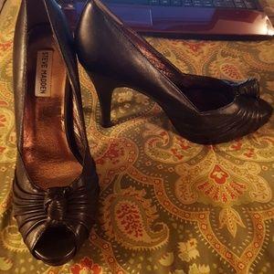 Steve Madden 10 black leather heels sandals shoes